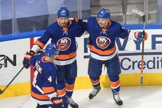 Hokejisti Islanders si pripísali prvý úspešný zápas v sérii.