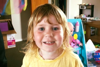 Dievčatku sa stala osudnou nešťastná náhoda na detskom ihrisku.