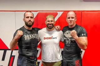 Slovenský bojovník MMA Martin Buday (29) vľavo