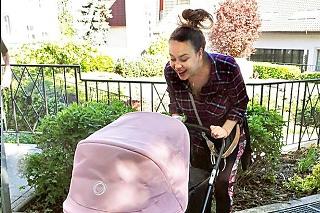 Čerstvá mama: Dcérka Maia robí Dominike obrovskú radosť.