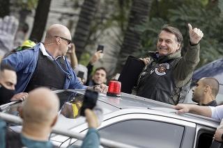 Jair Bolsonaro nemal na zraze motorkárov rúško.