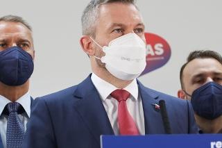 Uprostred predseda strany Peter Pellegrini