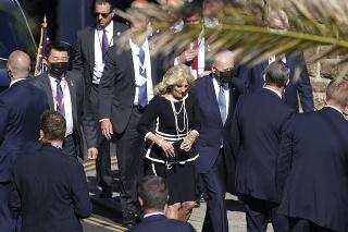 Americký prezident Joe Biden a jeho manželka Jill sa zúčastnili na svätej omši.