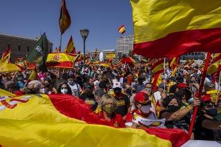 V Španielsku ľudia protestovali proti milosti pre katalánskych separatistov.