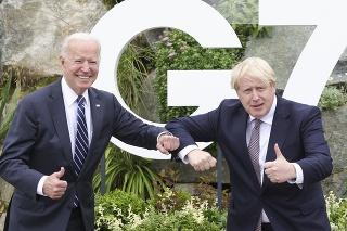 Biden (vľavo) pri prvom stretnutí s Johnsonom.