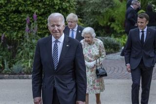 V popredí americký prezident Joe Biden.