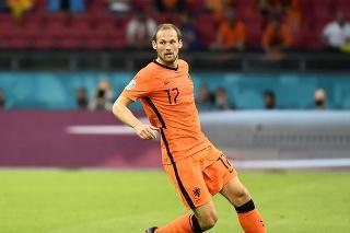 Na snímke Daley Blinda v zápase proti Ukrajine na EURO. Holanďan má ťažkosti so srdcom a hlboko ho zasiahol Eriksenov kolaps.