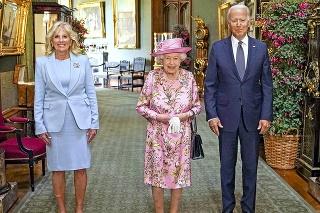 Kráľovná pripomenula prezidentovi jeho mamu.