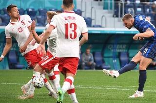 Milan Škriniar strieľa druhý gól v stretnutí Slovenska s Poľskom na EURO 2020