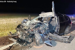 Mladý vodič sa pravdepodobne plne nevenoval vedeniu vozidla a nesledoval situáciu v cestnej premávke.
