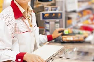 V obchode sú nízke mzdy, ľudia sa za prácou neženú.