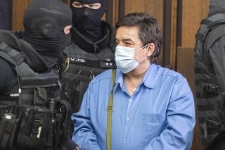 Obžalovaný Marian Kočner prichádza v sprievode eskorty na verejné zasadnutie na Najvyššom súde (NS) SR v kauze vraždy Jána Kuciaka a jeho snúbenice Martiny Kušnírovej