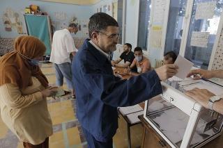 Voliť prišlo iba 23 percent voličov, čo je v Alžírsku vôbec najnižšia účasť na hlasovaní.