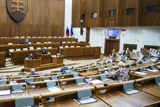 Na snímke rokovacia sála parlamentu počas druhého dňa mimoriadnej 31. schôdze parlamentu.
