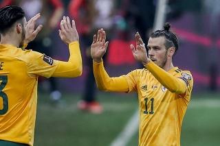 Waleský kapitán Gareth Bale (31) vpravo