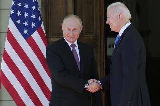 Putin a Biden sa stretli v Ženeve.