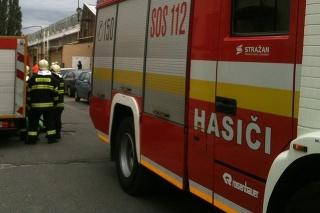 Na mieste sú už hasiči.