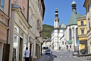 2021: Z ulice je na skok k Morovému stĺpu, kostolu či Starému zámku.