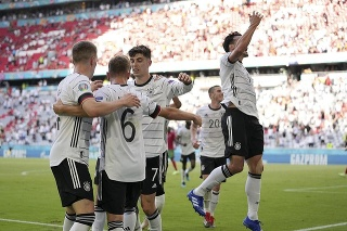 Duel Nemecka a Portugalska bol reklamou na futbal.