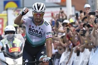 Na snímke slovenský cyklista Peter Sagan oslavuje víťazstvo a siedmy titul v cieli pretekov mužov v kategórii Elite na 227,50 km na spoločných majstrovstvách Slovenska a Českej republiky v cestnej cyklistike.