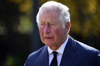 Charles sa neubránil slzám.