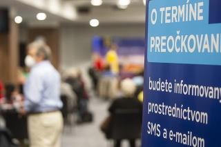 Odpočinková zóna pre ľudí zaočkovaných vakcínou proti ochoreniu COVID-19 v priestoroch Veľkokapacitného očkovacieho centra na Národnom futbalovom štadióne (NFŠ) v Bratislave