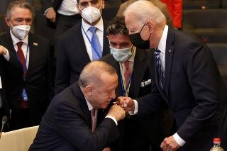 Turecký prezident Recep Tayyip Erdogan a americký prezident Joe Biden.