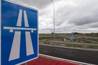 Rýchlostnú cestu R7 a časť diaľnice D4 otvorili pre vodičov