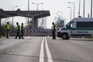 Hraničný prechod s Maďarskom Čunovo - Rajka uzavreli.