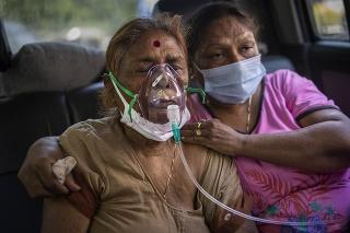 Ničivá vlna infekcií koronavírusom vyčerpala indické zásoby kyslíka.