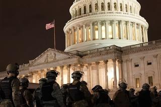 Polícia vyhlásila, že bezpečnosť Kapitolu bola opäť zaistená.