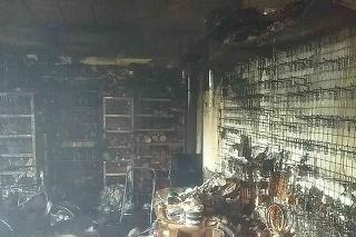 Štyri desiatky hasičov zasahovali pri požiari rodinného domu v radovej zástavbe v Jaslovských Bohuniciach.