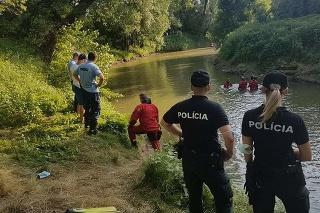 Iba 9-ročný chlapec skončil pod hladinou rieky.