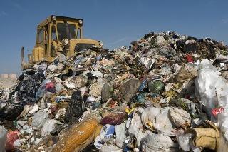 Väčšina odpadu je uložená na miestach, kde to nie je povolené (ilustračné foto).