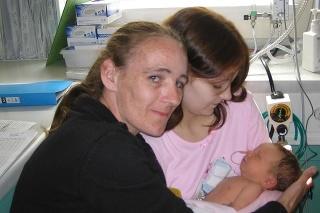 Mladá Tressa Middleton spolu s mamou a jej prvým dieťatkom.