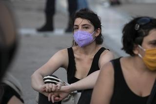 Ľuďom vo veku do 26 rokov Grécko za zaočkovanie poskytne po 150 eur.