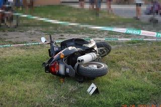 Dopravná nehoda v meste Kráľovský Chlmec v okrese Trebišov si vyžiadala život mladého vodiča.