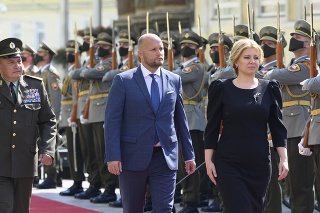 V popredí vpravo prezidentka SR Zuzana Čaputová, uprostred minister obrany SR Jaroslav Naď a vľavo náčelník Generálneho štábu Ozbrojených síl SR Daniel Zmeko