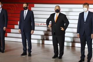 Zľava slovenský premiér Eduard Heger, poľský premiér Mateusz Morawiecki, maďarský premiér Viktor Orbán a český premiér Andrej Babiš na summite Vyšehradskej štvorky v Katoviciach, 30. júna 2021.