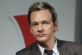 Zakladateľa Wikileaks Juliana Assange má americká diplomacia poriadne v zuboch.