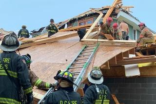 Na mieste pomáhali desiatky záchranárov.