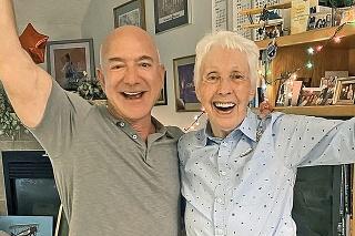Wally sa letom s Bezosom stane najstarším človekom vo vesmíre.