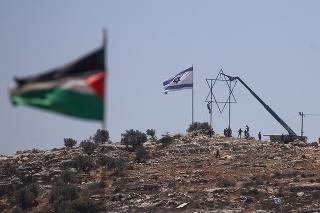 Izraelskí osadníci opustili nelegálnu osadu v Predjordánsku