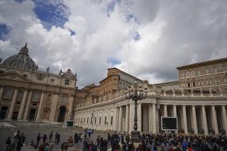 Pápež privítal veriacich na Námestí sv. Petra.
