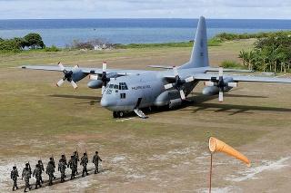 Na archívnej snímke z roku 2017 vojenské lietadlo typu C-130.