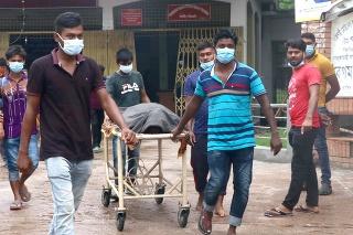 Bangladéš predĺžil lockdown kvôli rekordným počtom prípadov nákazy i úmrtí.