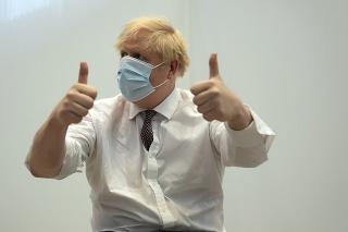 Britský premiér Boris Johnson dostal druhú dávku vakcíny proti ochoreniu COVID-19 od spoločnosti AstraZeneca v Londýne 3. júna 2021.