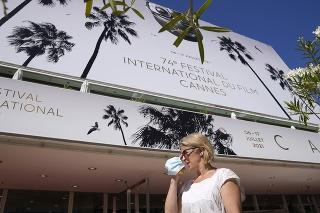 Festivalový palác počas príprav na 74. ročník Medzinárodného filmového festivalu v Cannes na juhu Francúzska.