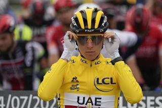 Slovinský cyklista Tadej Pogačar v žltom drese vedúceho pretekára priebežného poradia