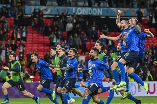 Talianski futbalisti oslavujú postup do finále na ME vo futbale!